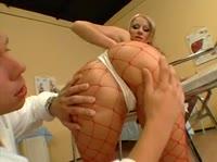 Страстный докторишка позабавился с обалденной медсестрицей
