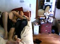 Парочка снимает домашнее порно
