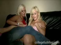 Пьяные девчонки чудят на молодёжной тусовке